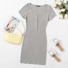 Strick Kleid mit U-Kragen und Knopfen vorn