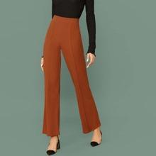 Einfarbige Hose mit ausgestelltem Beinschnitt