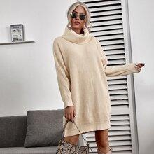 Pullover Kleid mit Rollkragen und sehr tief angesetzter Schulterpartie ohne Guertel