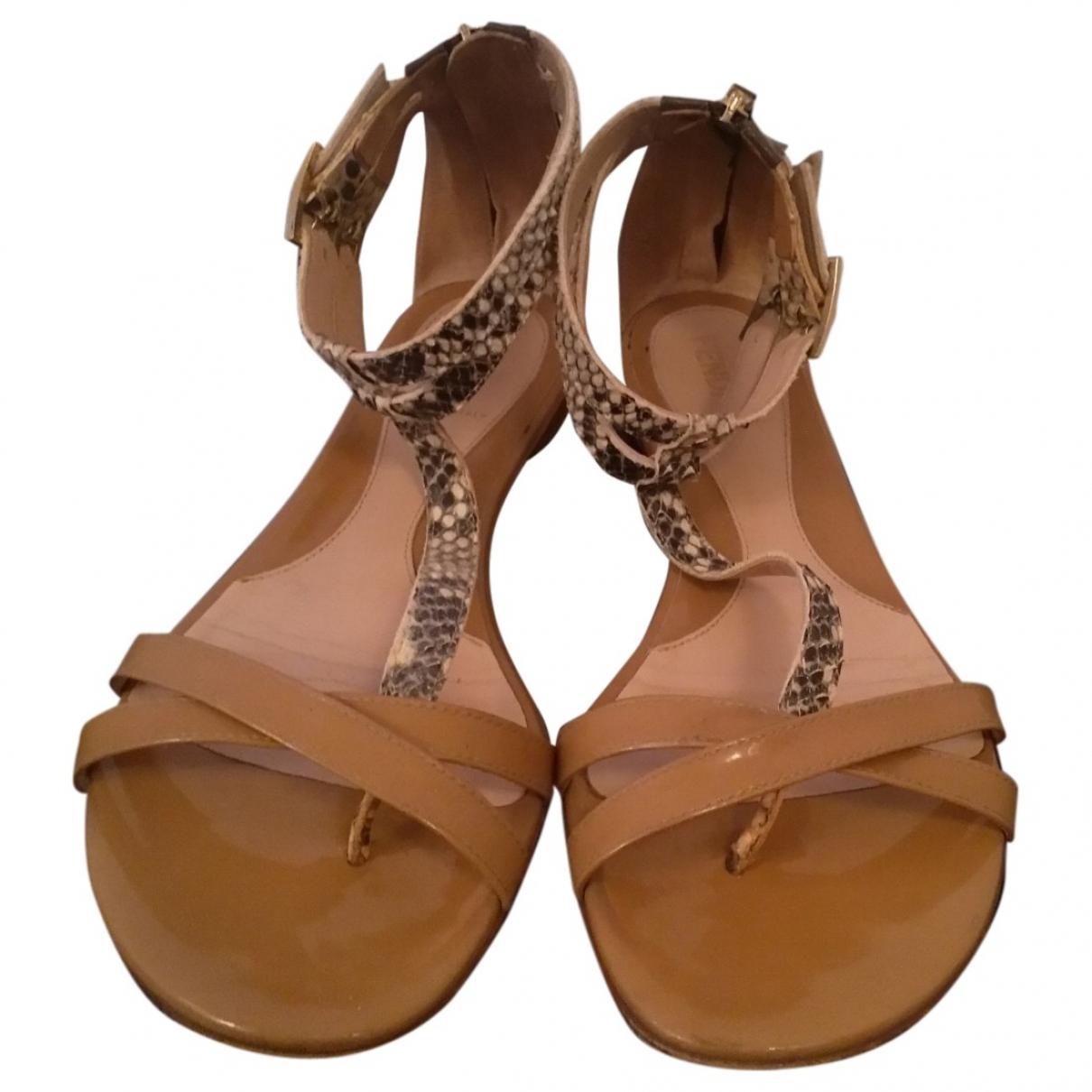 Fendi - Sandales   pour femme en cuir verni - beige