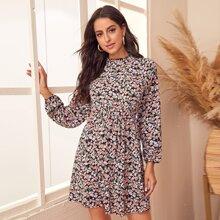 A-Linie Kleid mit Gaensebluemchen Muster und Rueschen auf Ärmeln