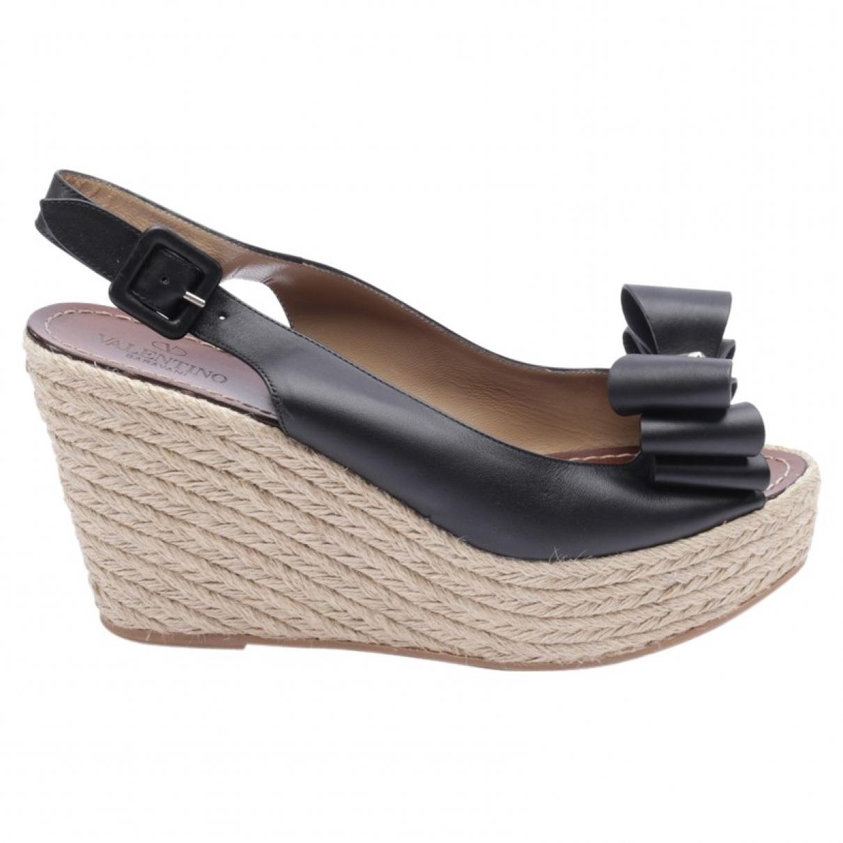 Valentino Garavani Rockstud Black Leather Sandals for Women 41 EU