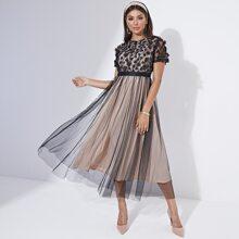 Kleid mit 3D Applikation und Netzstoff