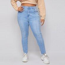 Jeans mit umgesaeumtem Saum und leichter Waesche