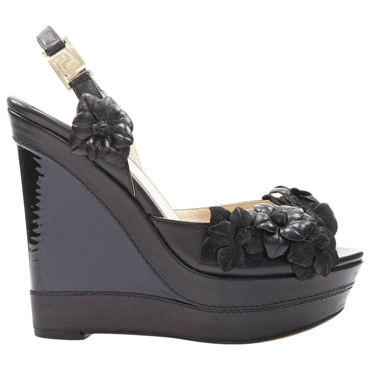 Versace \N Sandalen in  Schwarz Lackleder