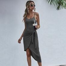 Einfarbiges Cami Kleid mit Band vorn und asymmetrischem Saum