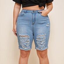 Ubergrosse Jeans Shorts mit Rissen und gerolltem Saum
