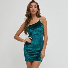 vestido ajustado de terciopelo con un hombro