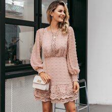 Kleid mit Punkten Muster, Bishofaermeln und Guipure Spitzen