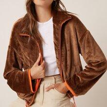 Flanell Jacke mit sehr tief angesetzter Schulterpartie und Kontrast Saum