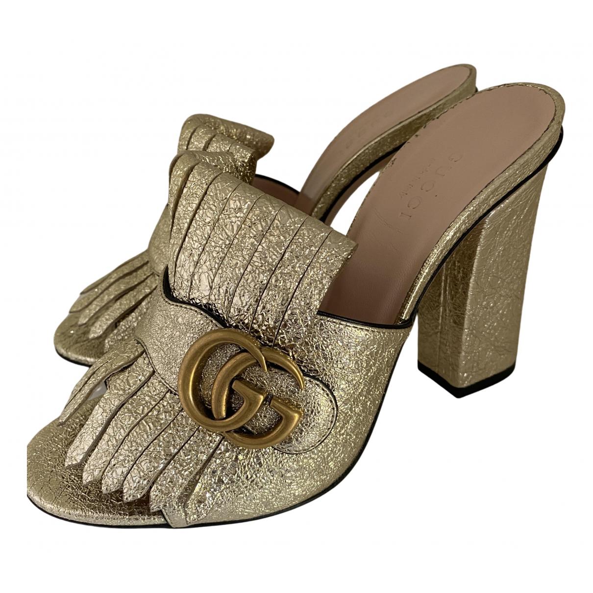 Gucci Marmont Sandalen in  Gold Leder