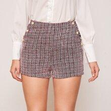 Tweed Shorts mit ausgefranstem Saum, Perlen und Knopfen