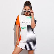 Vestido estilo camiseta de color combinado con estampado de rayas y slogan