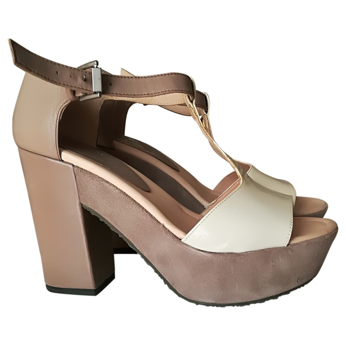 Janet & Janet \N Beige Leather Sandals for Women 39 EU