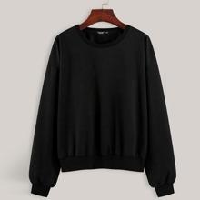 Sweatshirt mit Schmetterling Muster und sehr tief angesetzter Schulterpartie