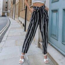 Hose mit vertikalem Streifen und Selbstband