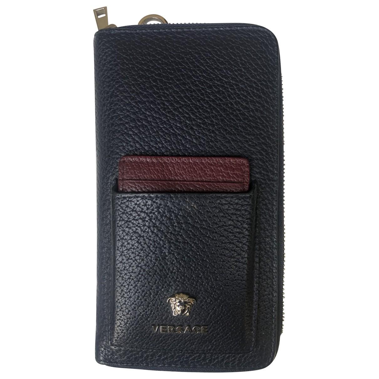 Versace \N Portemonnaie in  Blau Leder