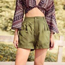 Shorts mit zwei Taschen und hoher Taille