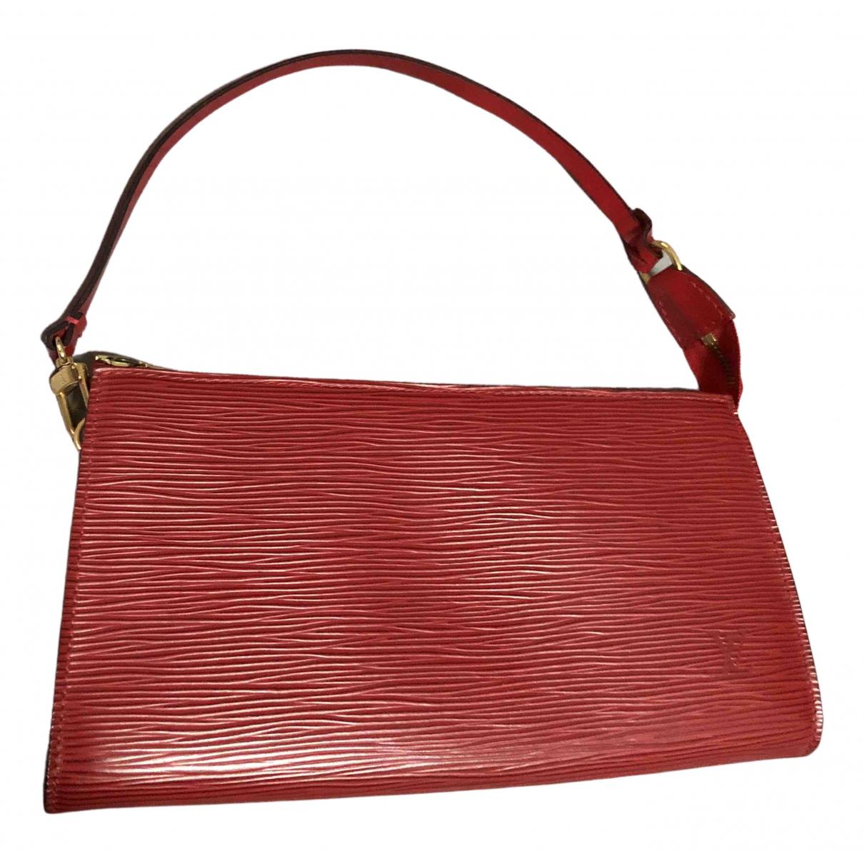 Louis Vuitton Pochette Accessoire Clutch in  Rot Leder