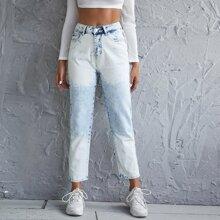 Jeans mit hoher Taille, schraegen Taschen und geradem Beinschnitt