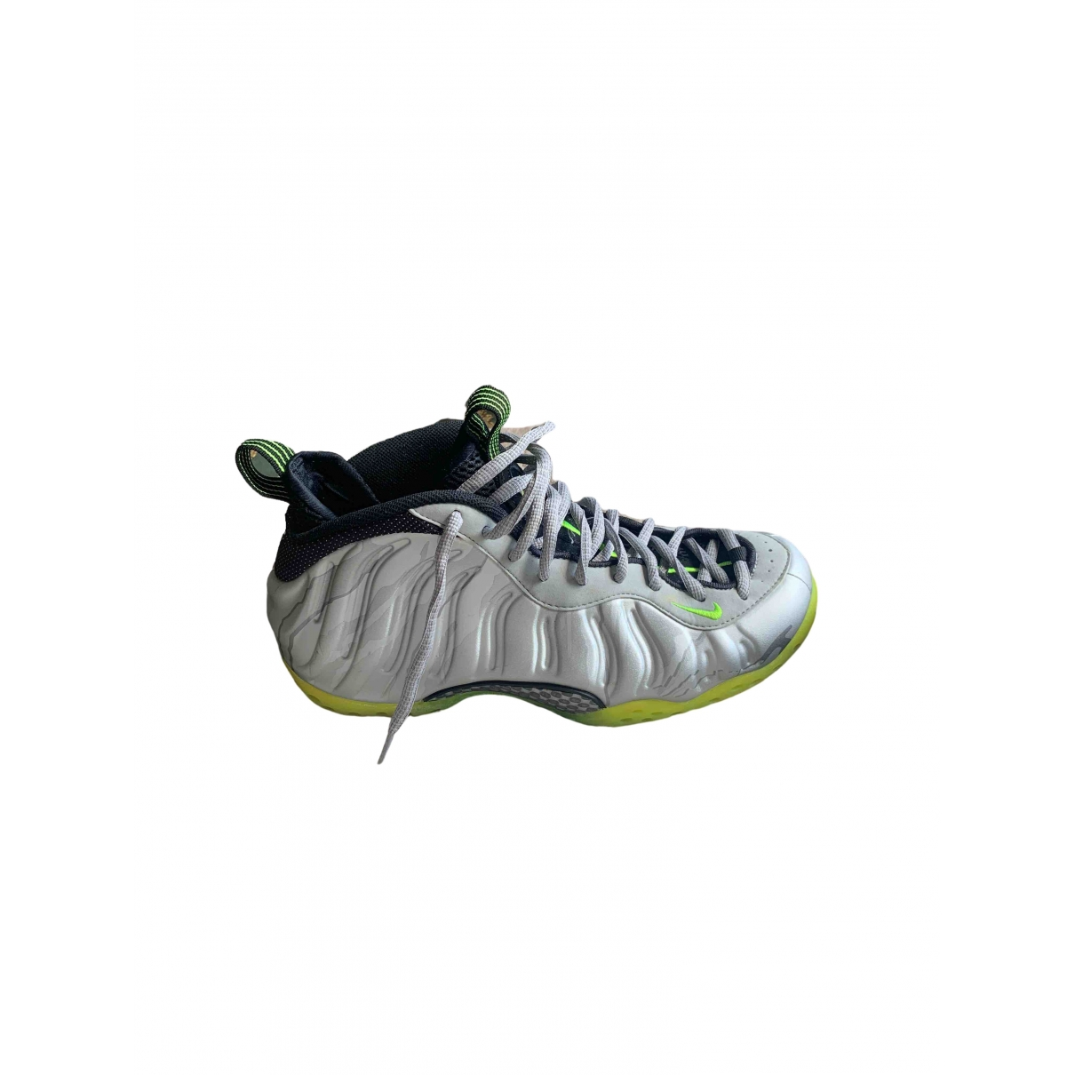 Nike Air Foamposite Sneakers in  Silber Kautschuk