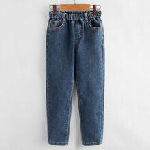 Jeans mit Buchstaben Stickereien und schraegen Taschen