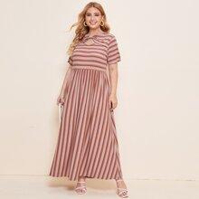 A Linie Kleid mit Streifen und Ausschnitt
