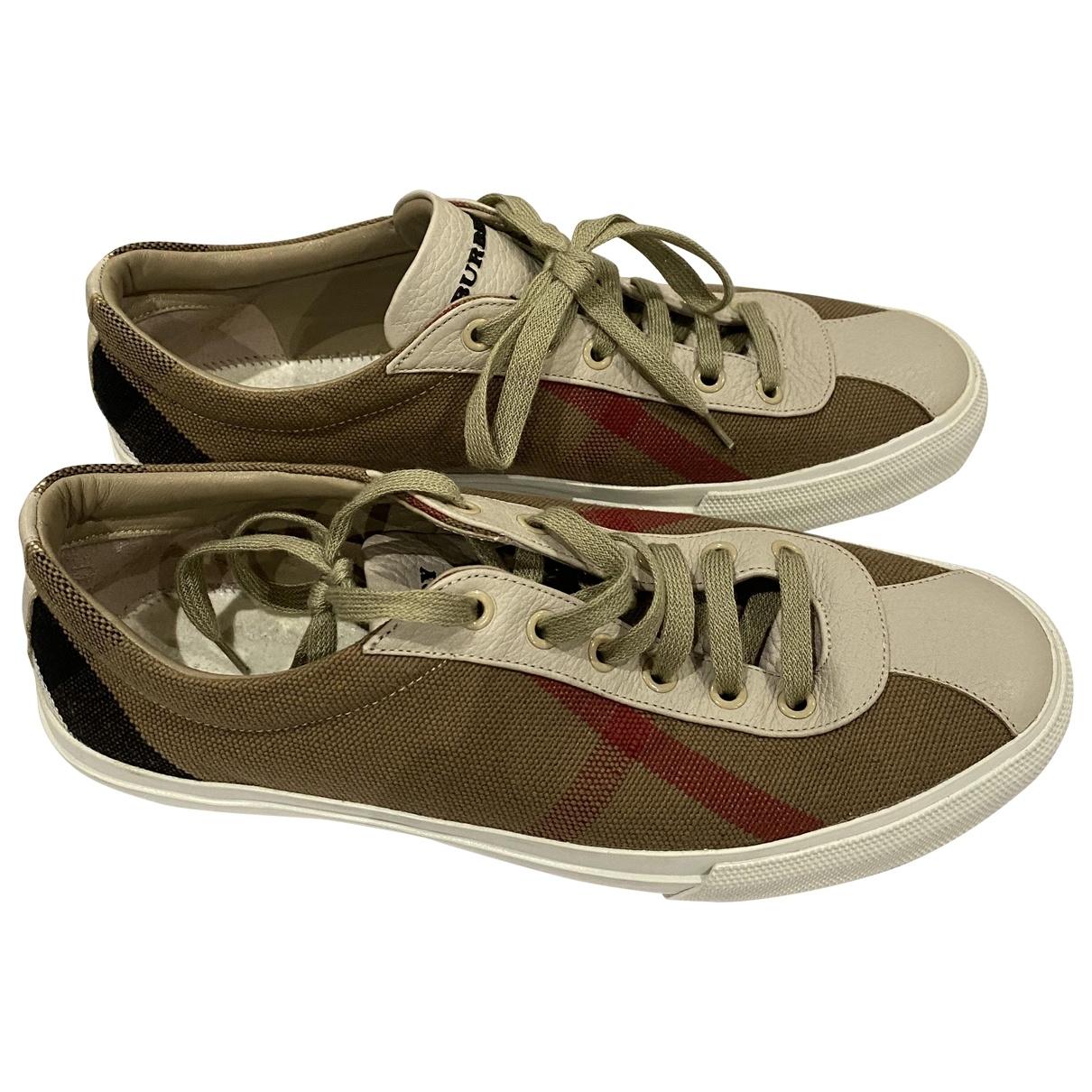 Burberry \N Sneakers in  Khaki Leinen