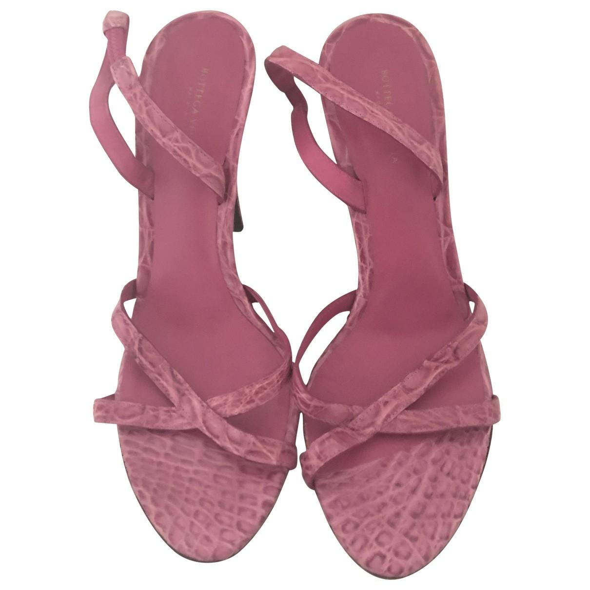 Bottega Veneta - Sandales   pour femme en crocodile - rose