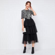 Kleid mit Pailletten, mehrschichtiger Ruesche, Netzstoff und Guertel