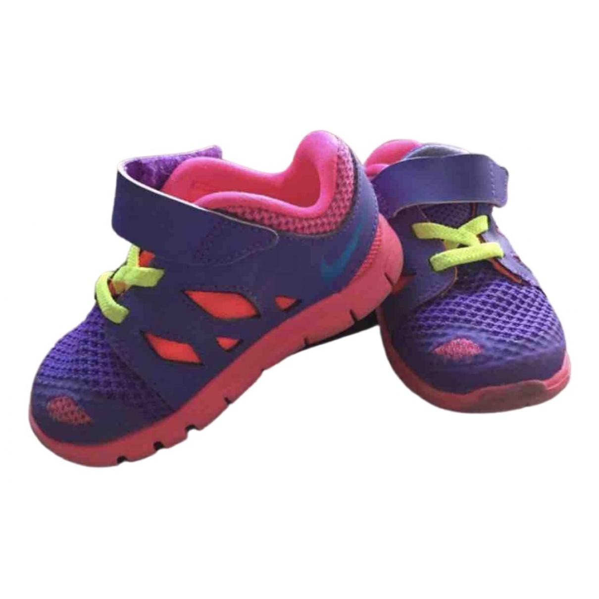 Primeros pasos de Lona Nike