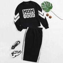 Conjunto pullover con estampado de cheuron y letra de color metalico de hombros caidos con falda con abertura