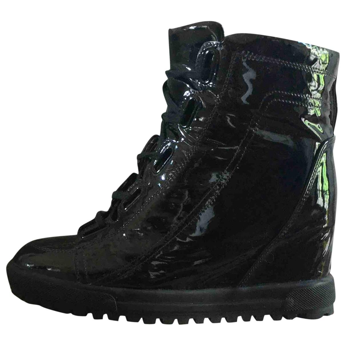 Vivienne Westwood \N Sneakers in  Blau Lackleder