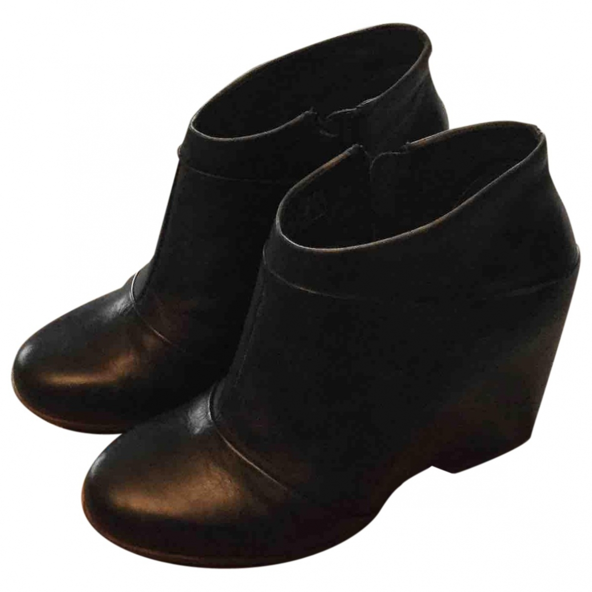 Ugg \N Black Leather Ankle boots for Women 39 EU