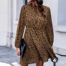 Kleid mit Schluesselloch hinten und Dalmatiner Muster