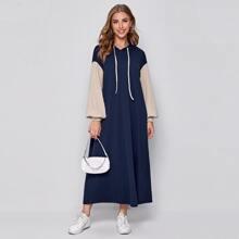Kleid mit Kontrast Laternenaermeln, Kordelzug und Kapuze