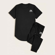 Maenner T-Shirt mit Buchstaben Grafik und Turnhosen