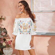 Schulterfreies Kleid mit Puffaermeln und Blumen Stickereien