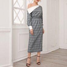 Kleid mit asymmetrischem Kragen, Falten vorn, Knopfen an Ärmeln und Karo Muster