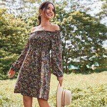 Vestido linea A de gasa fruncido floral de margarita