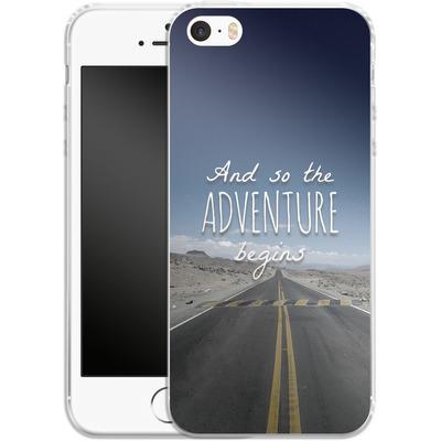 Apple iPhone 5s Silikon Handyhuelle - And so the Adventure Begins von Joel Perroden