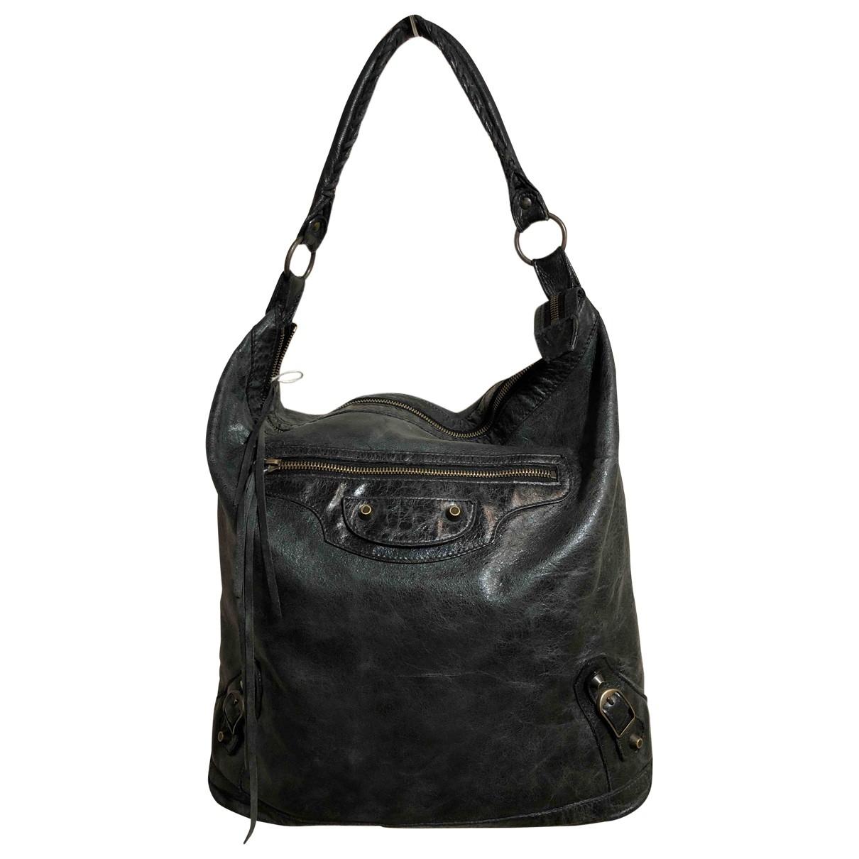 Balenciaga \N Handtasche in  Gruen Leder