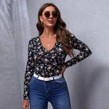 Schmales T-Shirt mit V-Kragen und Blumen Muster