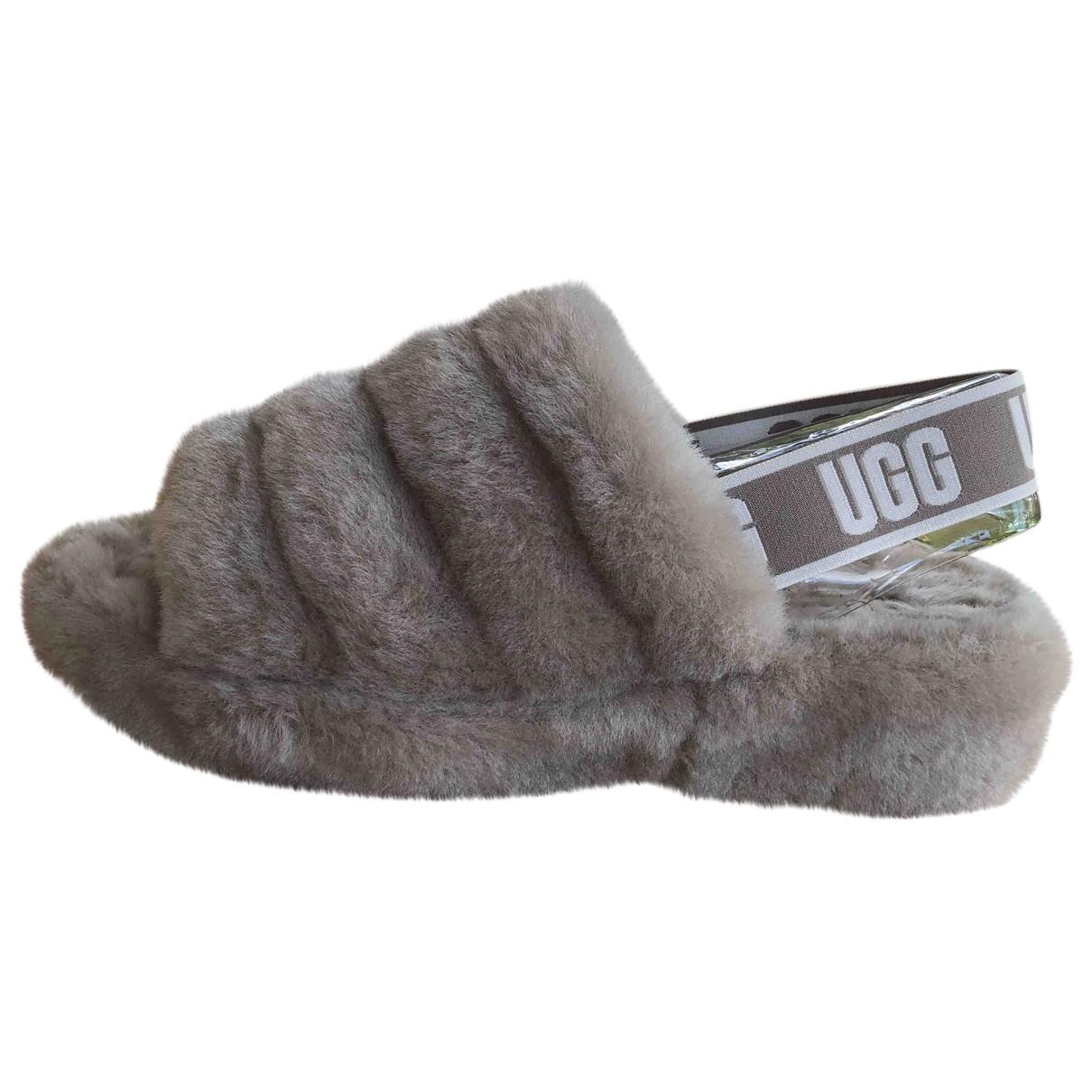 Ugg \N Sandalen in  Grau Schaf
