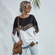 Pullover mit sehr tief angesetzter Schulterpartie und Chevron & Leopard Muster