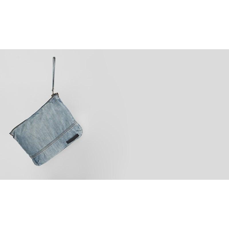 BLUE JACK CHAMBRAY WASH BAG