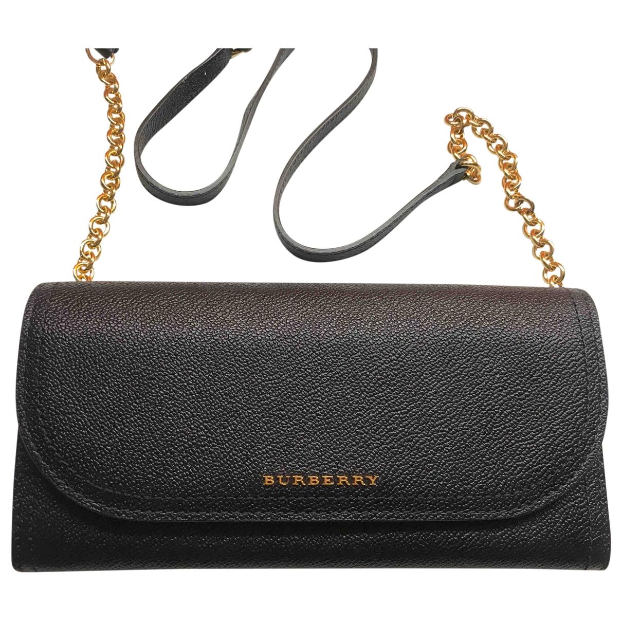 Burberry \N Clutch in  Schwarz Leder