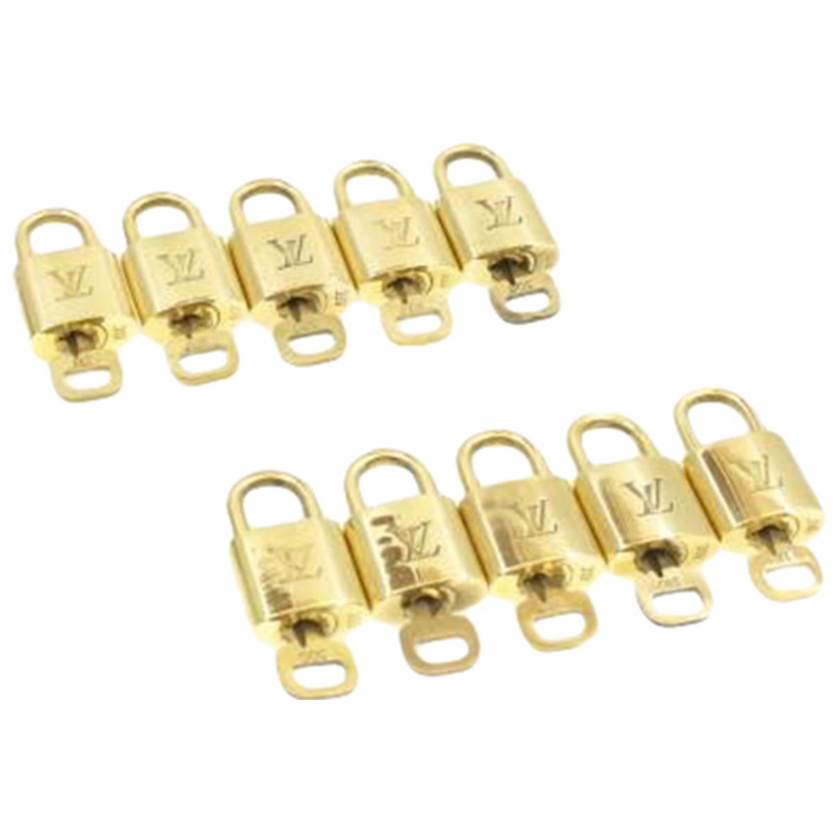 Louis Vuitton \N Taschenschmuck in  Gold Metall