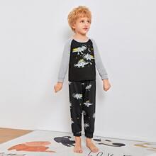 Schlafanzug Set mit Dinosaurier, Stern Muster und Raglanaermeln