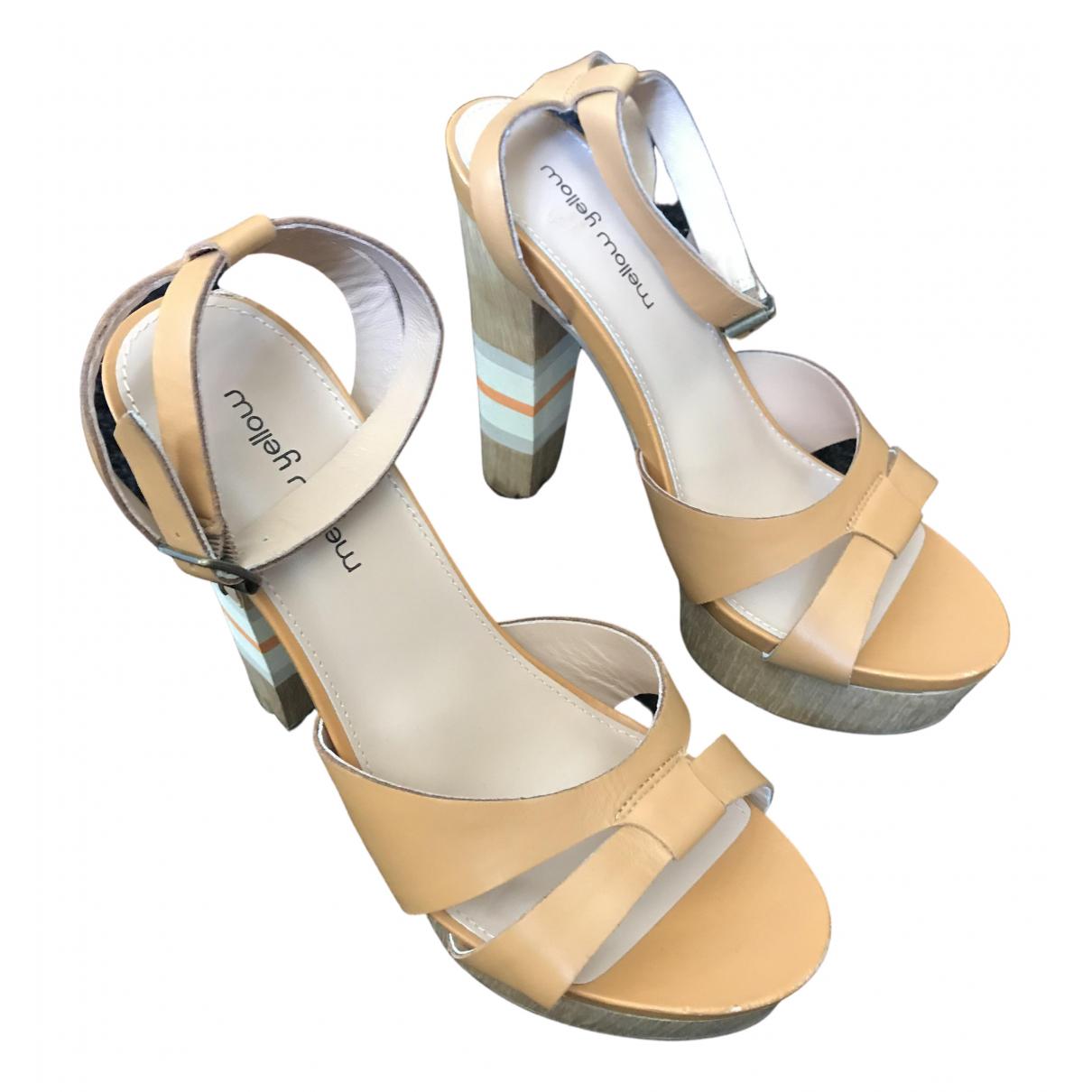 Sandalias de Cuero Mellow Yellow